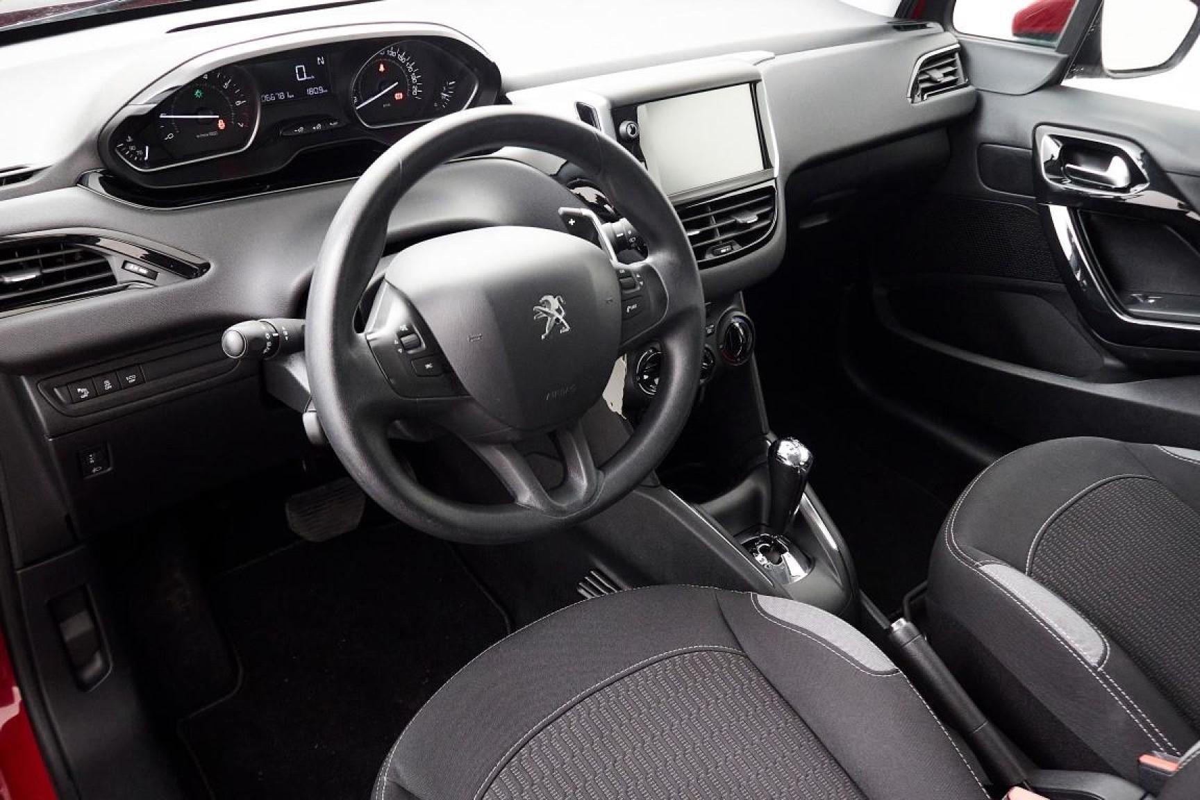 Peugeot-208-6
