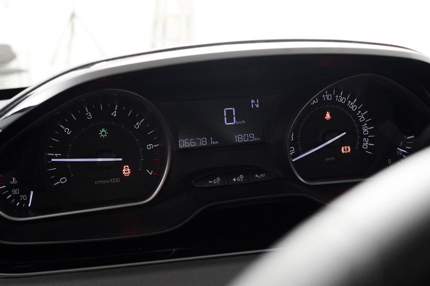 Peugeot-208-13